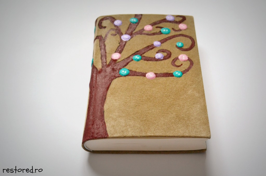 biblie-piele-copac