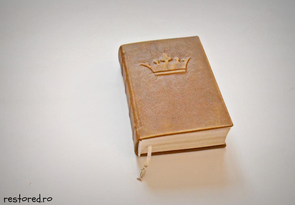 biblie-piele-coroana-imparateasca