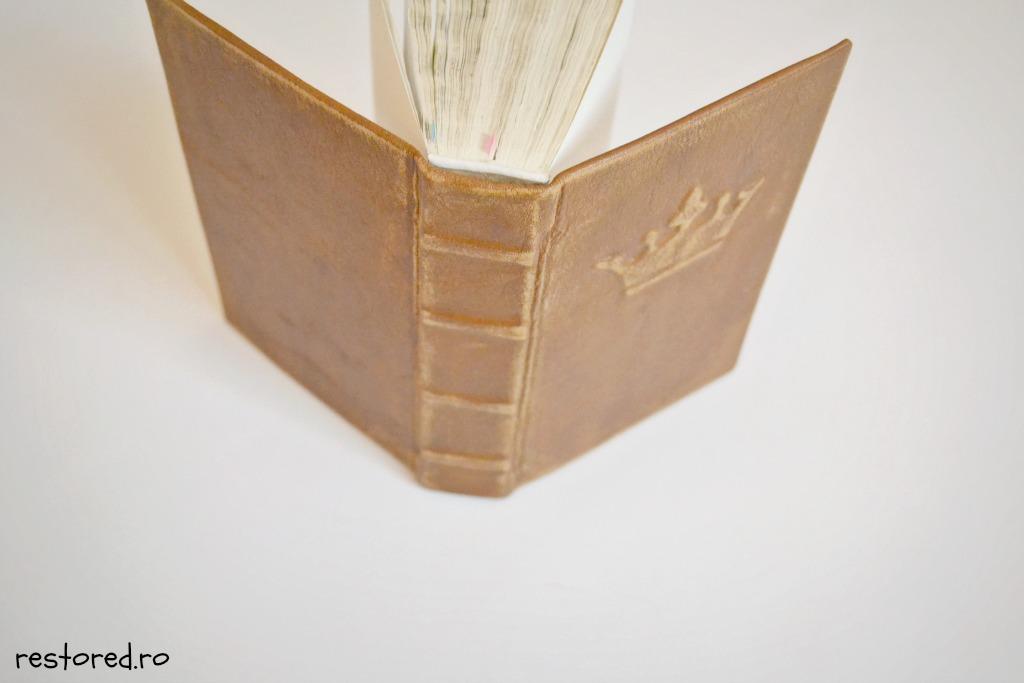 biblie-piele-coroana-imparateasca2