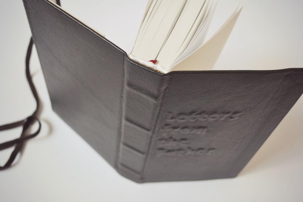 Biblie de piele neagra4